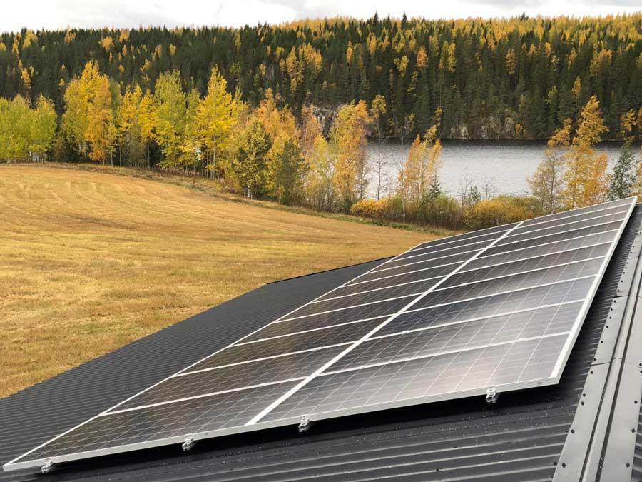 Aurinkopaneelit huopakatolla