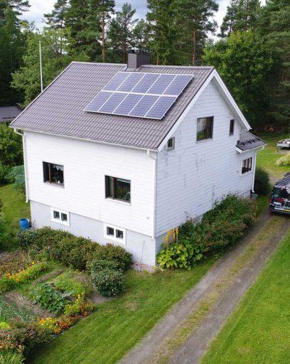 Aurinkopaneelit omakotitaloon asennus