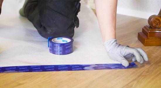 putkimies suojaa asuntoa ennen remontin aloittamista